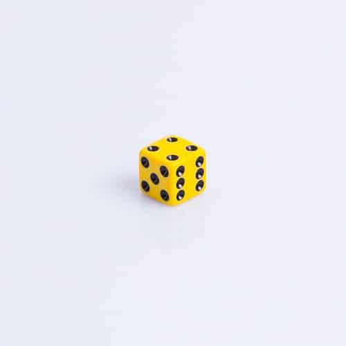 6 Vlakken Dobbelsteen Geel met Grote Zwarte Stippen 16mm