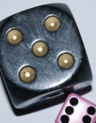 6 Vlakken Dobbelsteen Zwart met Goude Stippen 36mm