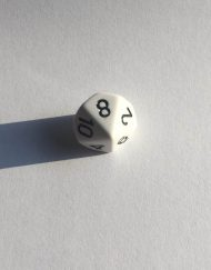10 Vlakken Dobbelsteen Wit met Zwarte Getallen 16mm 1 t/m 10